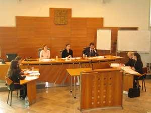 court sitting web
